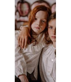 Blusa beige bordada Mia y Lia