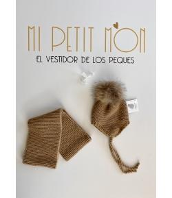 Conjunto camel de gorro con pompón de pelo y cuello Gorros Navarro